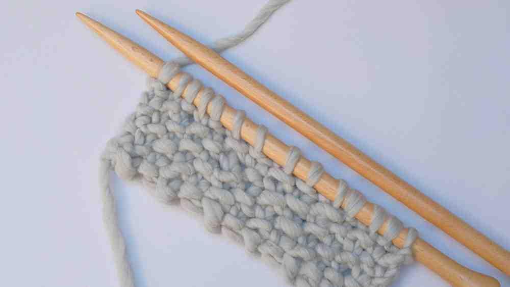Comment commencer à tricoter avec des aiguilles?