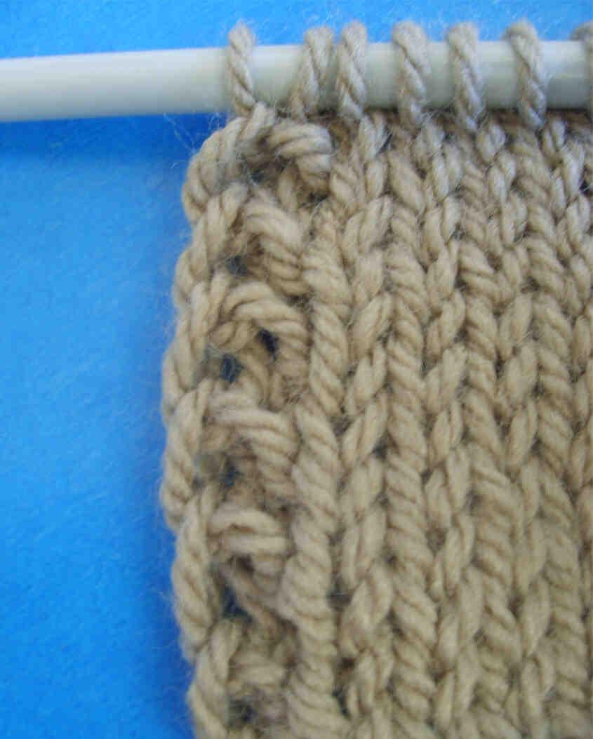 Comment assembler des points au milieu du tricot?