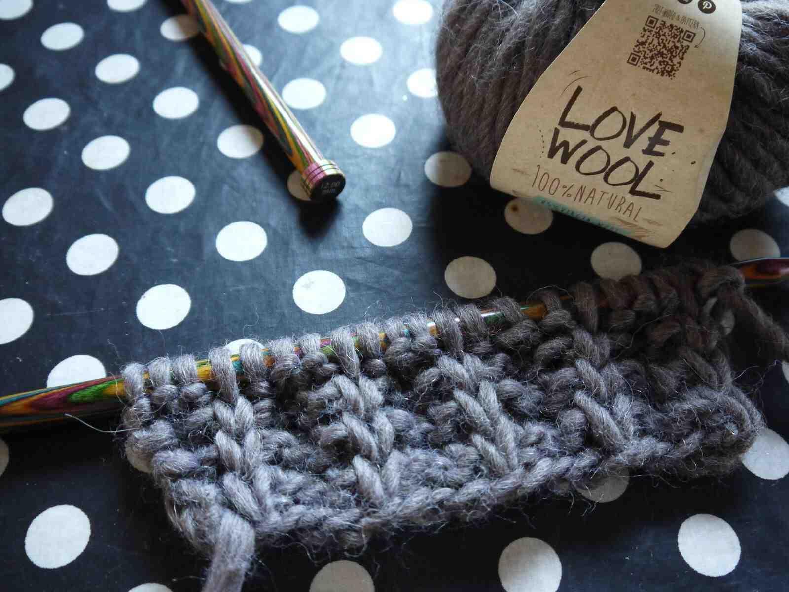 Quel est le but de tricoter une écharpe pour femme?
