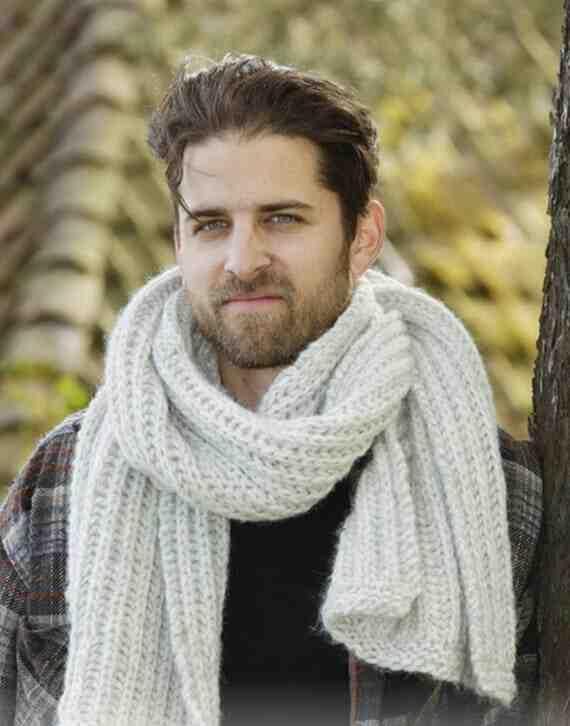 Quel est le but de tricoter une écharpe pour homme?