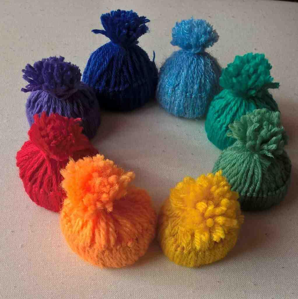 Comment faire un bonnet en laine avec du papier toilette ?