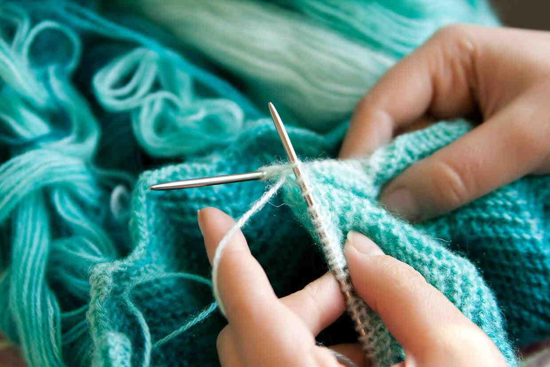 Comment tricoter vite et bien?