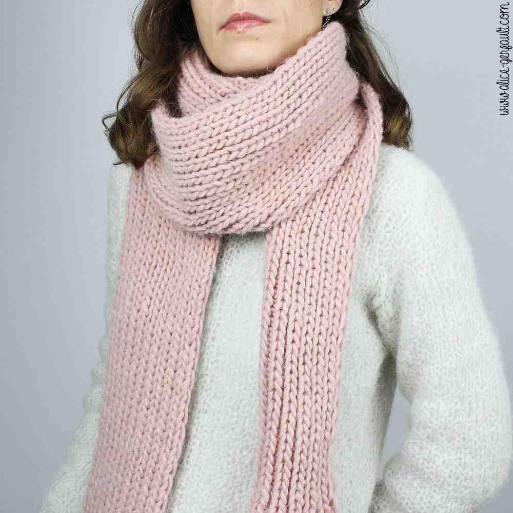 Quel est le but du tricotage d'une écharpe pour femme?