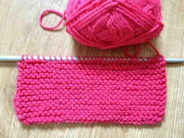Comment tricoter un cache-cou pour bébé?